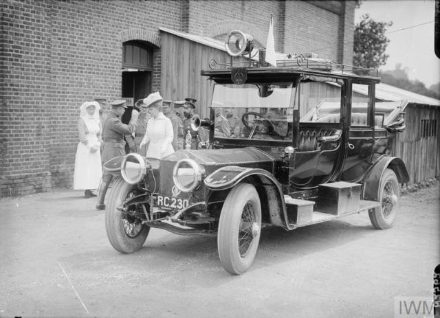 Queen Mary of Teck arriving at Belgian Hospital Rouen