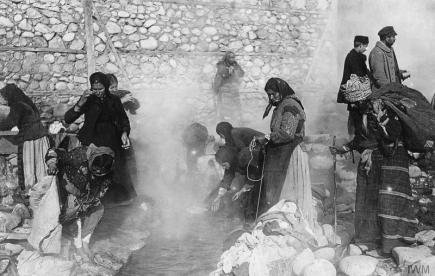 Local women wash their clothes in the hot springs Skoplje © IWM Q86417