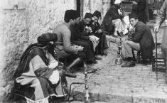 Shisha smokers, thought to be Skoplje ©IWM Q86458