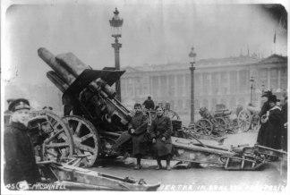 _Bertha__(large_German_field_gun)_in_Concord_Park,_Paris._LCCN2016648021
