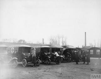 VAD ambulance drivers rouen 1919 large_000000